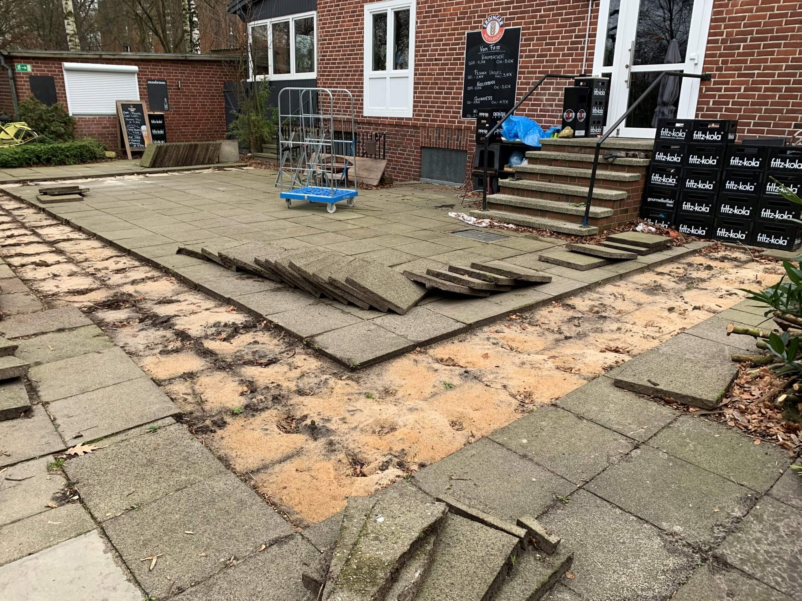 Terrassenplatten aufnehmen